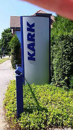 Firmenschild an der Cuxhavener Straße